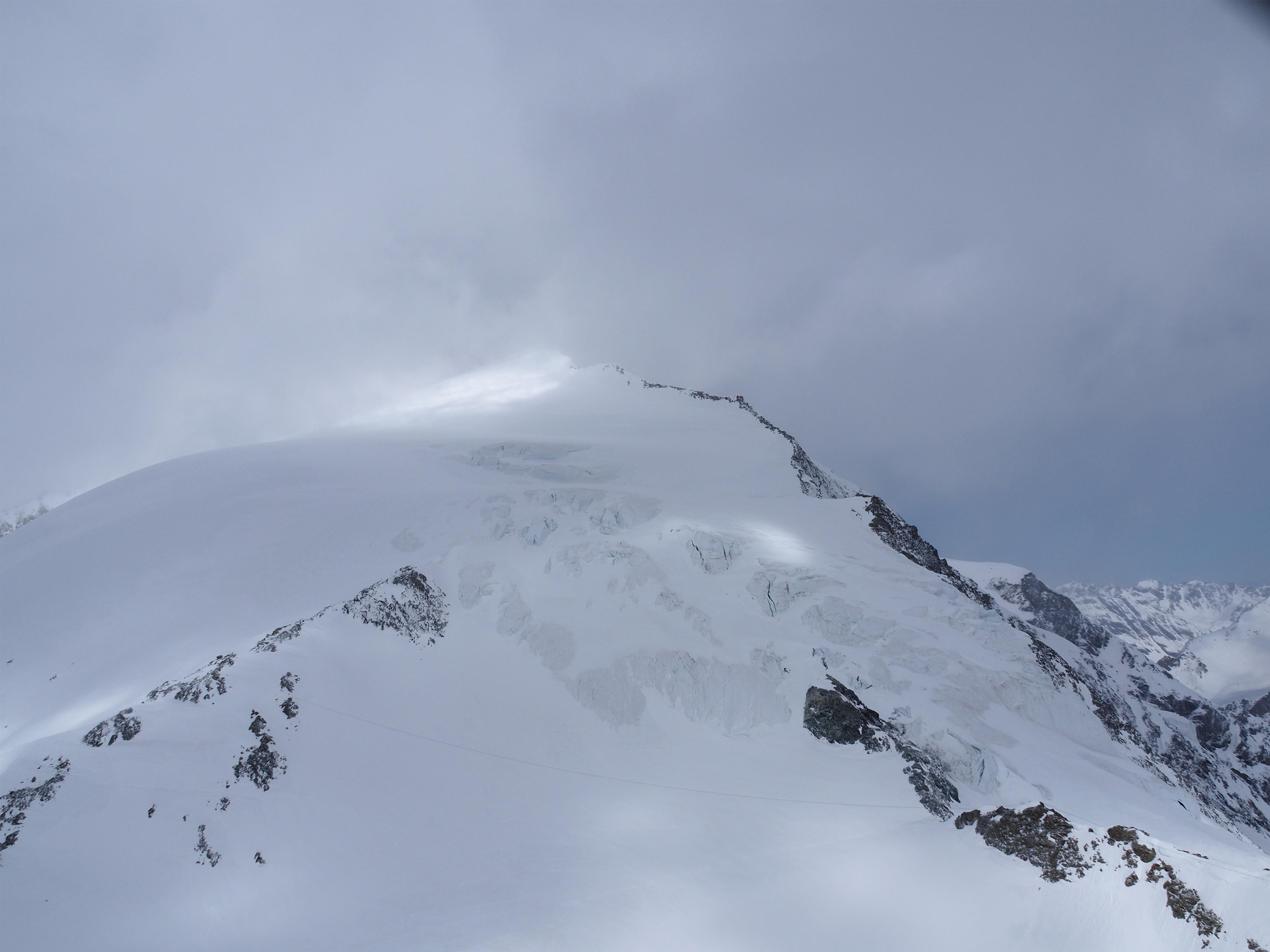 Opération de sauvetage d'alpinistes en détresse en Valais